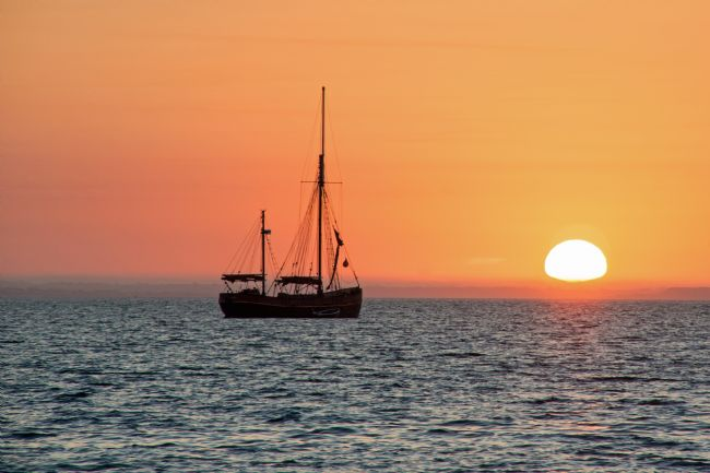 Phil Wareham | Sunrise Sailing Silhouette