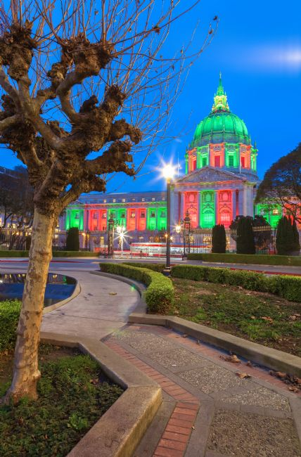 jonathan nguyen | city hall holiday light evening