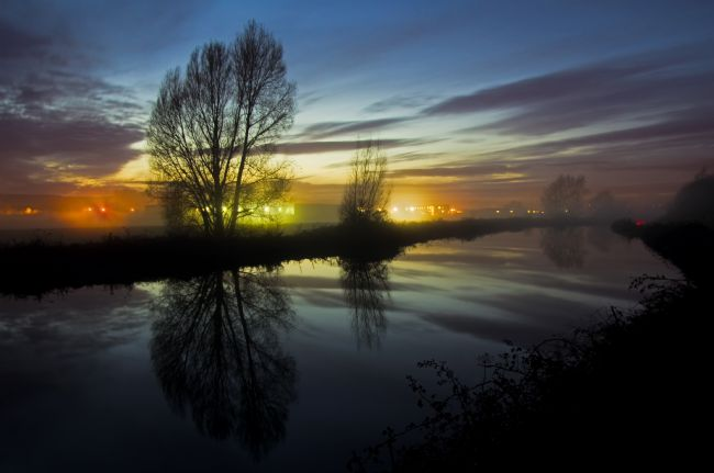 Peter Hemington | Exeter Canal at twlight