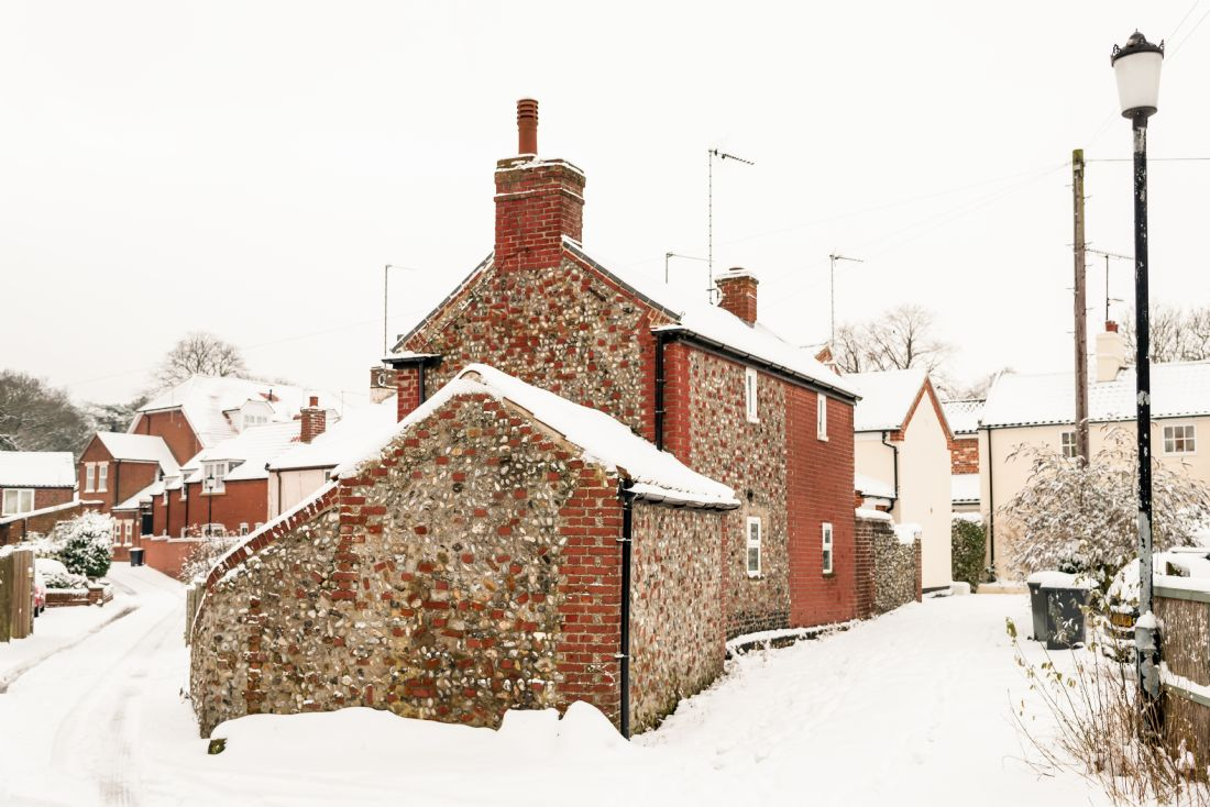 Stephen Mole | Snowy cottage in Ormesby