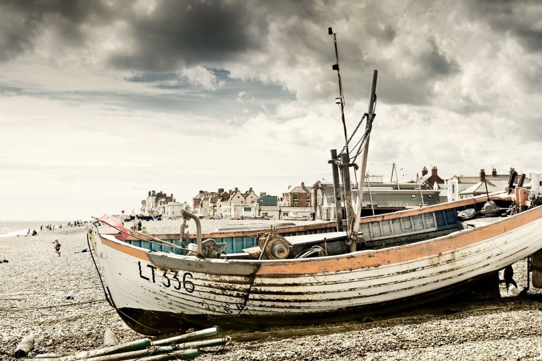 Stephen Mole | Old boat on the shingle at Aldeburgh