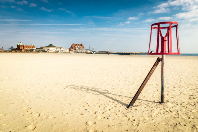 Stephen Mole | Red beacon on Gorleston Beach