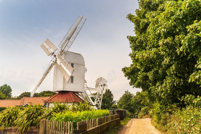 Stephen Mole | White windmill at Thorpeness