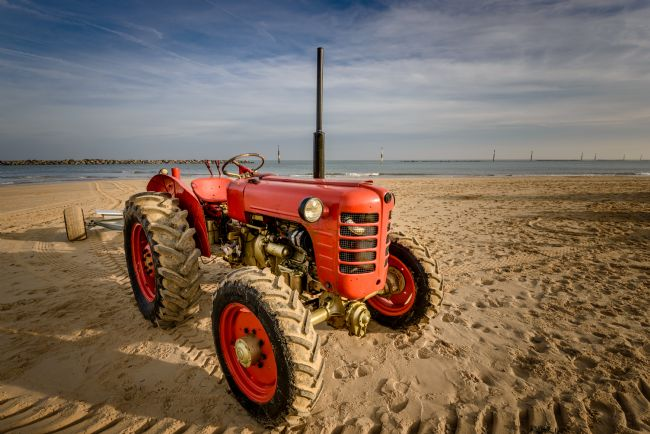 Stephen Mole | Tractor on Sea Palling Beach