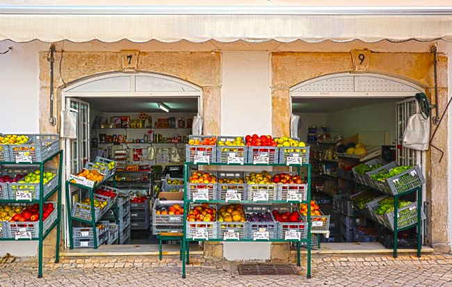 Roz Collins | Fruit and Veg Shop, Coimbra