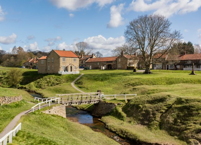 Richard Burdon | Hutton beck running through Hutton le Hole village