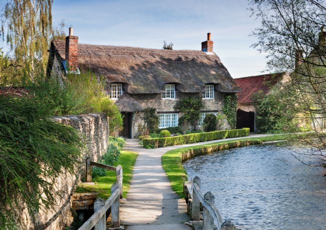 Richard Burdon | The famous thatched cottage at Thornton le Dale
