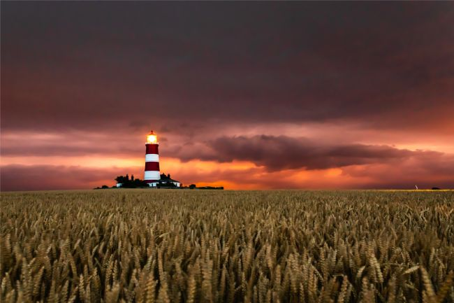 Chris Simmons | Happisburgh Lighthouse,  the Red Moon that Morphed into a lightning storm