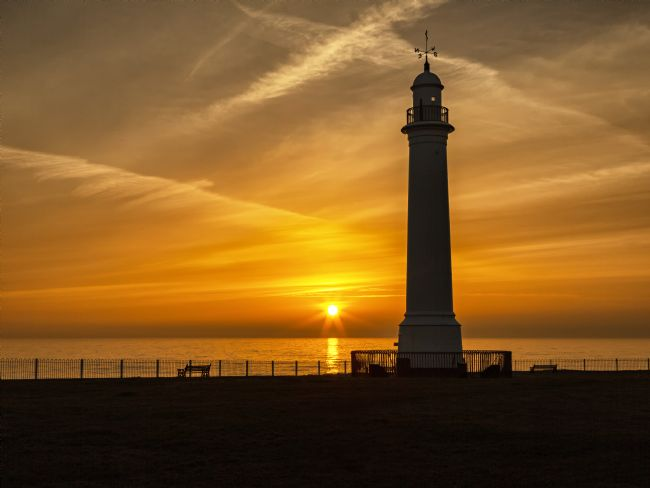 Reg Atkinson | Seaburn Lighthouse Sunrise