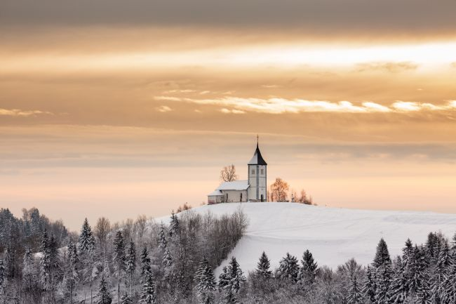 Ian Middleton | Winter sunrise at Jamnik church of Saints Primus and Felician