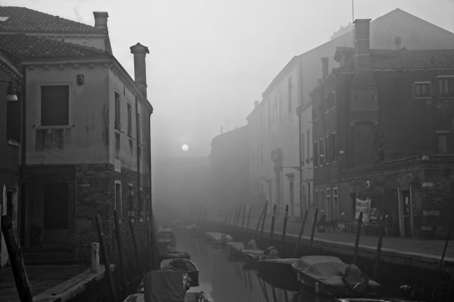 Simon Rigby | Atmospheric Venice canal scene
