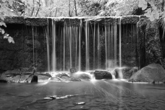 Andrew Heaps | Waterfall in black and white at Knypersley pool reservoir