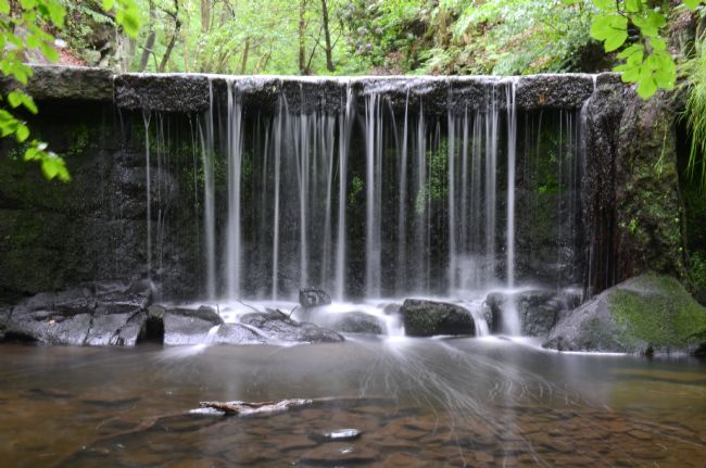 Andrew Heaps | Small waterfall at Knypersley pool reservoir