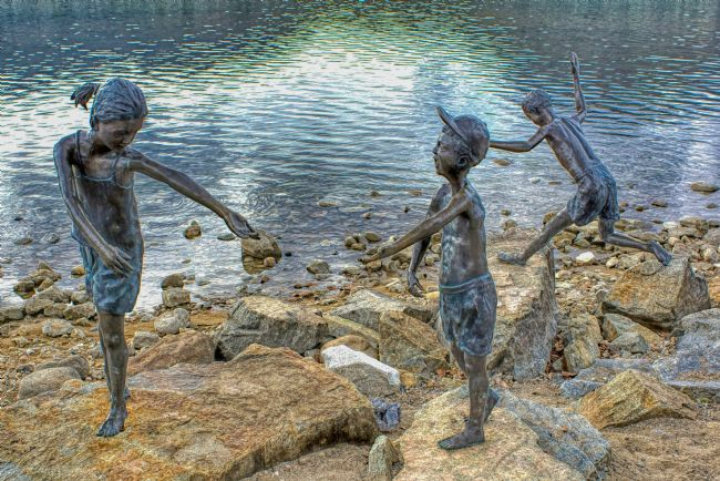Chris Langley | Children at play, waterside statues
