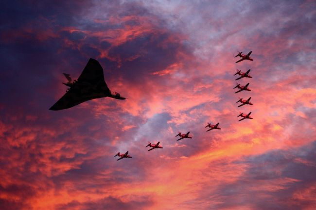 James Biggadike | Vulcan XH558 and Red Arrows