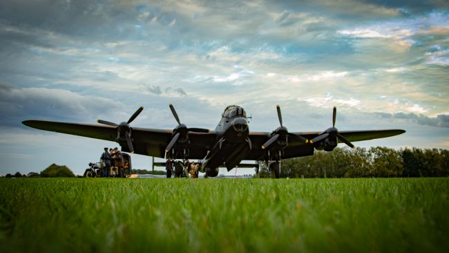 Airpower Art | Lancaster Bomber - Crew In