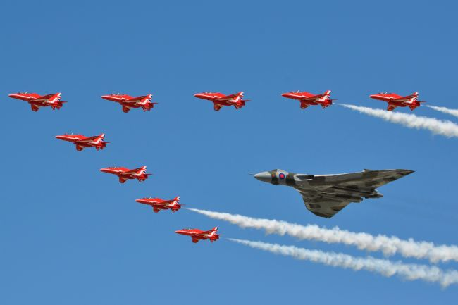 James Biggadike | XH558 and The Red Arrows