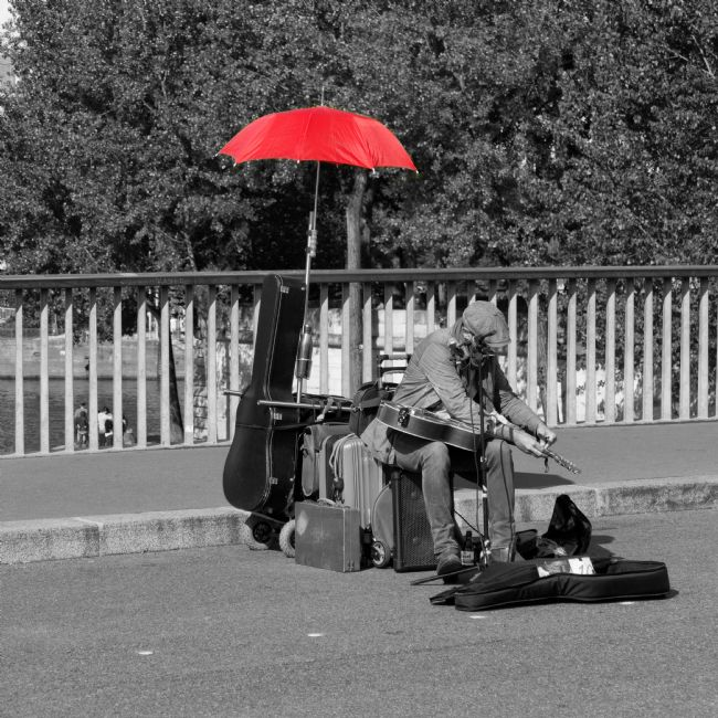 Lynn Bolt | The Busker with the Red Umbrella