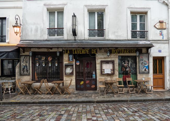 Lynn Bolt | Bar in Montmartre Paris